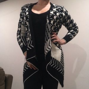 Black and White Patterned Long Sleeve Sweater OSFA